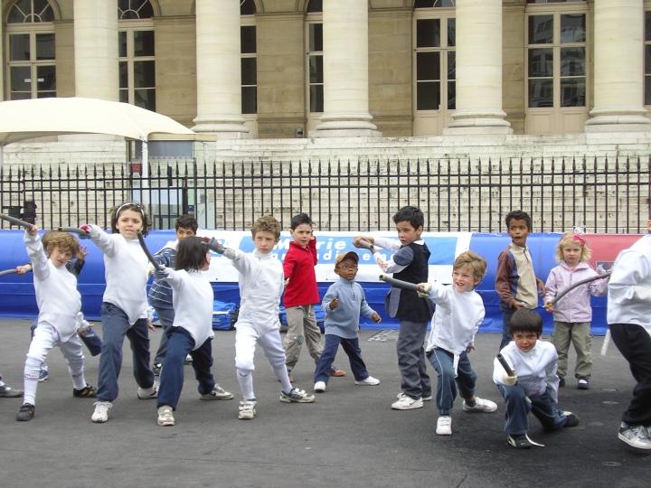 Escrime. Place de la Bourse. Paris pour les Enfants (1)