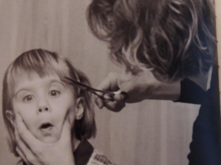 Ben oui avec des poux, chez le coiffeur t'es blacklisté.