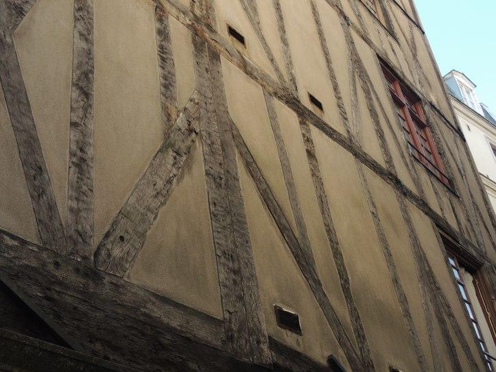 Rue François-Miron.