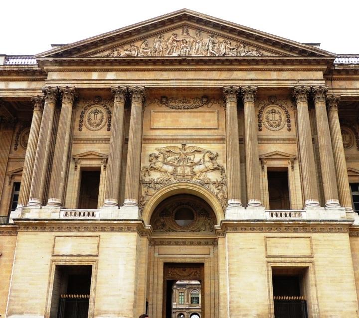 Le Louvre à travers siècles (5) - Copie