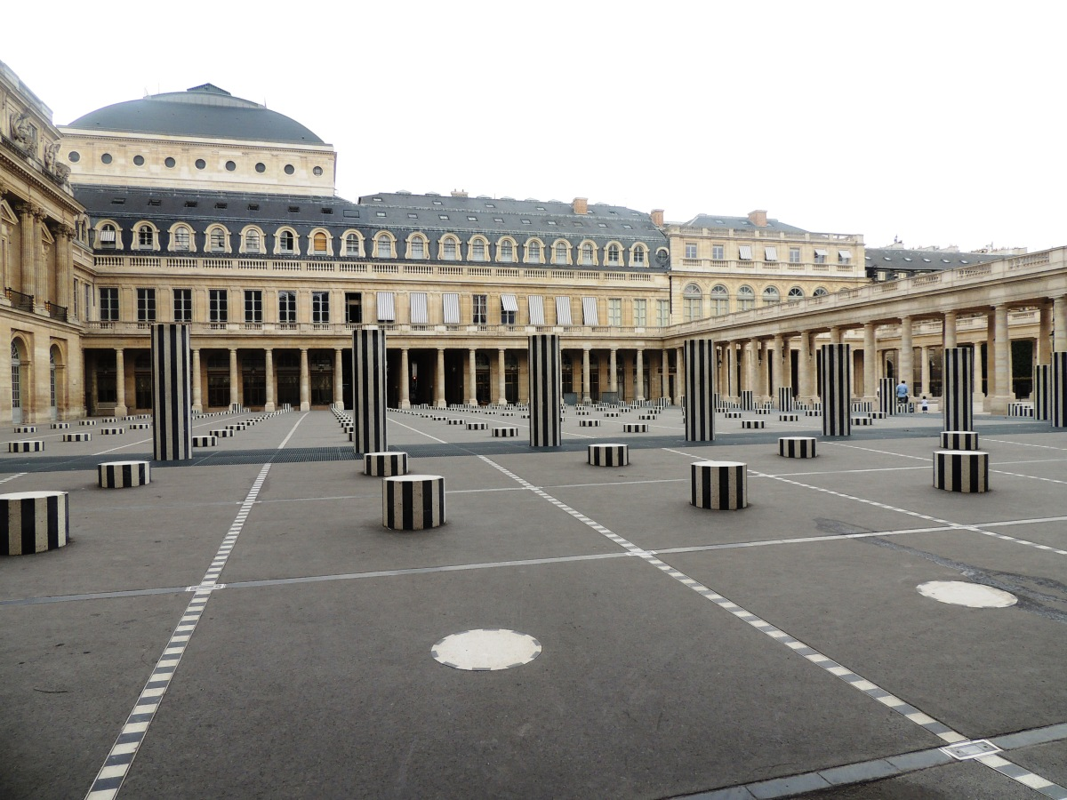 les colonnes de buren au jardin du palais royal tu paris combien. Black Bedroom Furniture Sets. Home Design Ideas